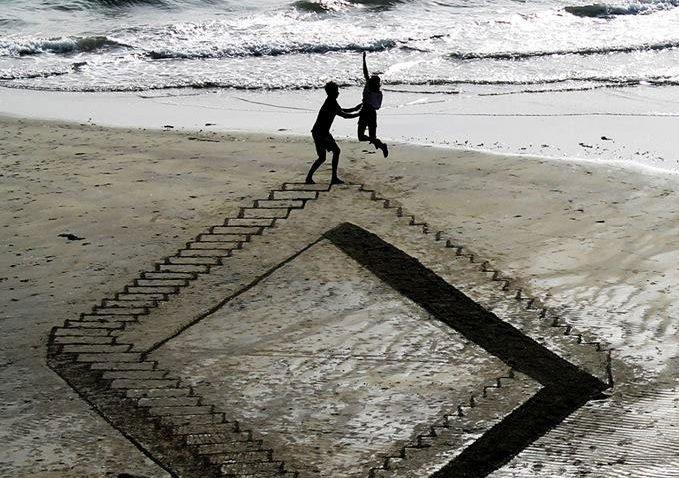 Desenhos criativos 3D feitos na areia da praia (5)