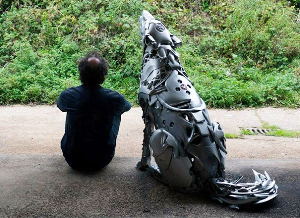 Esculturas criativas feitas de calotas (6)