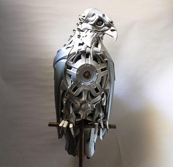 Esculturas criativas feitas de calotas (10)
