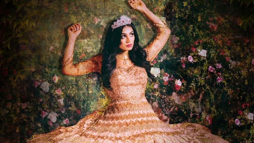 Fotografias criativas de mulheres vestidas de princesas da Disney (1)