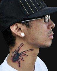 3d de uma aranha no percoço