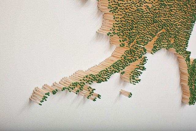 Projeto queima ou não queima de Claire Fontaine, escultura com palitos de fósforos (2)