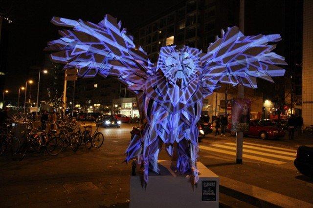 Esculturas ficam diferenciadas de acrodo com as projeções de luzes, senssacional (2)