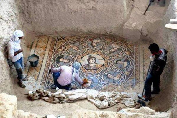 Mosaicos antigos foram encontrados (12)